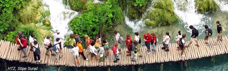 16 miraculous lakes in the world-famous Plitvice National Park