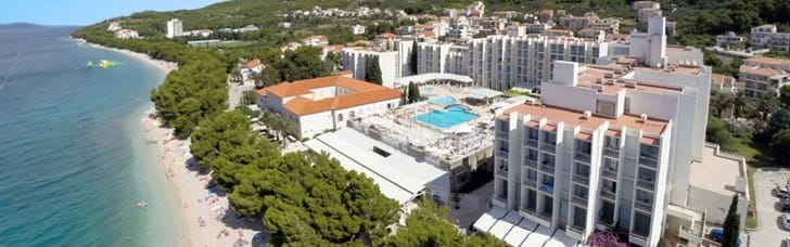 Large swimming pool just steps away from the sea, sports & activities nearby